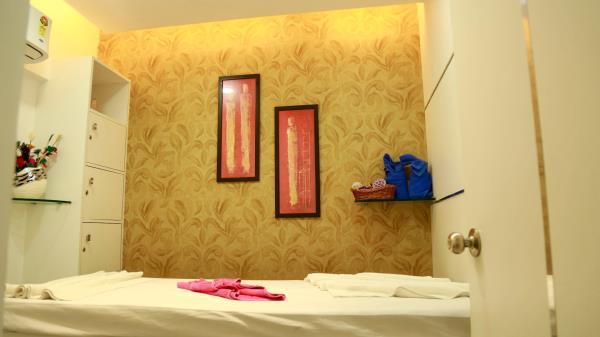 Naturals Unisex Salon & Spa  0427-2316060 / 2335080