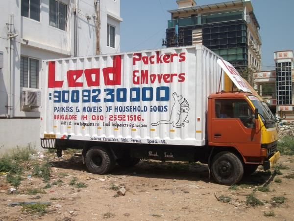 Lead Packers and Mov